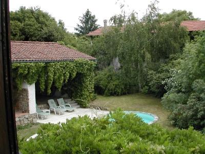Cour intérieur et jardins de ma maison de campagne à louer dans les Monts du Lyonnais