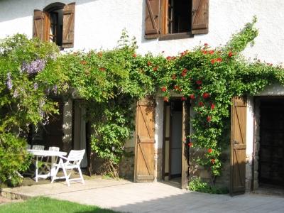 Extérieurs de ma maison de campagne en location dans les Monts du Lyonnais