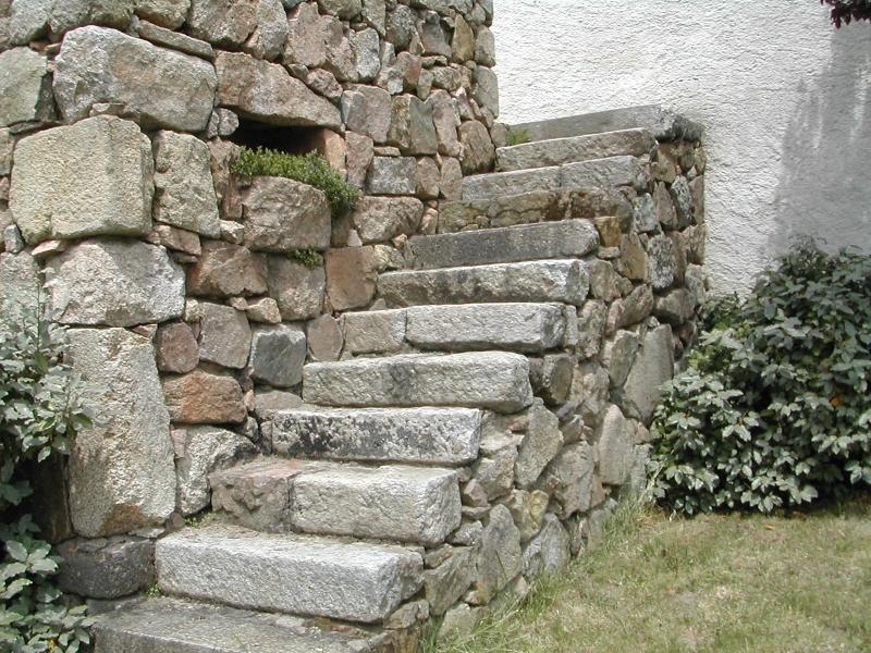 Escalier de pierre dans son jus, à ma maison de campagne