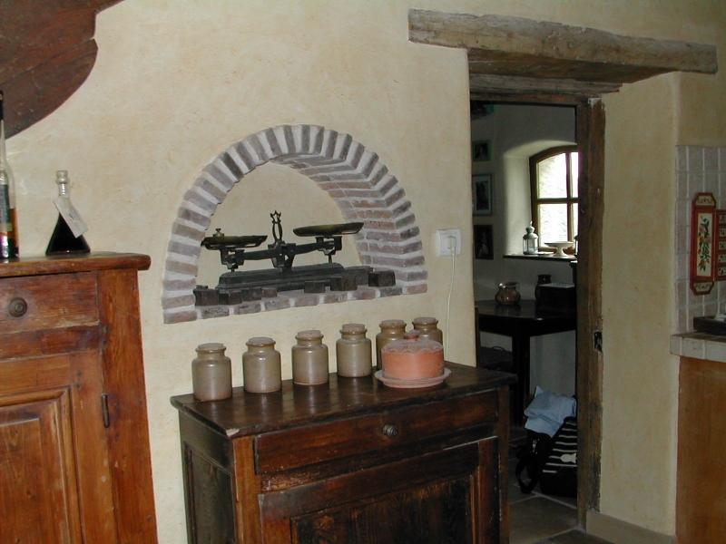 La cuisine de ma maison de campagne, niche décorative dans le mur.