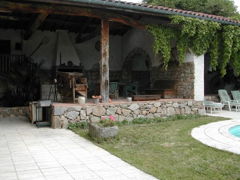 Le Dedans-Dehors de ma maison de campagne à louer dans les Monts du Lyonnais