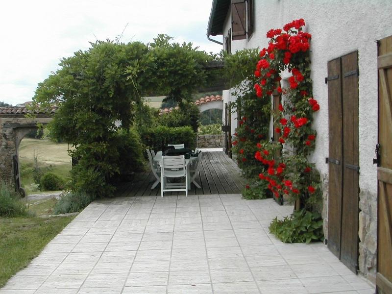 Terrasse en travertin blanc
